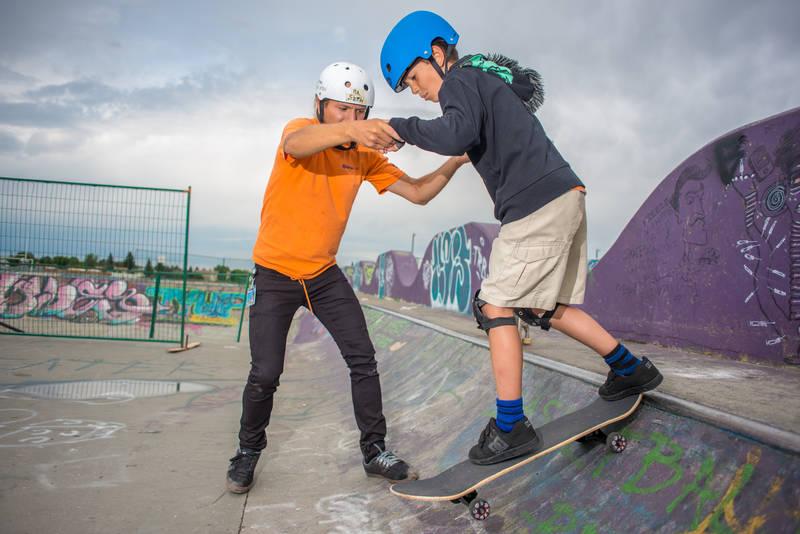 Neighbourhood camps help kids make friends close to home