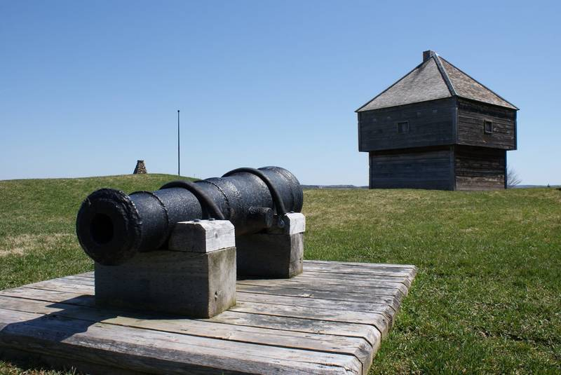 Fort Edward and cannon.